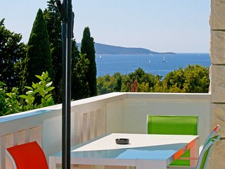 HVAR MOOD HOUSE-  EMERALD STAR APARTMENT