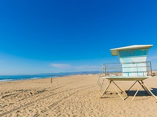 25% OFF OCT! BOOK NOW! Charming Beach Home Only Steps to the Sand!