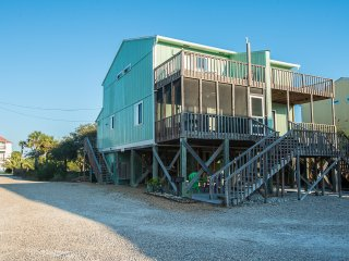 Home By The Sea-Great Gulf View Rental-Steps to the Beach!