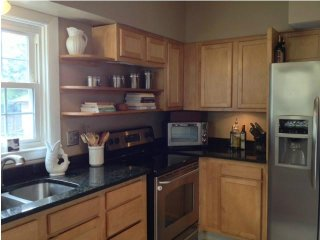 Apartment in Cranston / Providence line - 2 bed