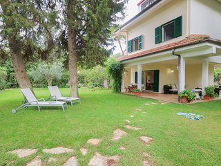 106 Santa Severa Villa Large Garden 4 bdrs 5 min from the beach WiFi BBQ