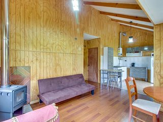 Cozy cabin near Lago Llanquihue with stunning views & private swimming pool!