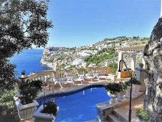 Villa for 10 people in Cala Llamp - ANDRATX - 5 Bedrooms- Satellite TV. WIFI. Se