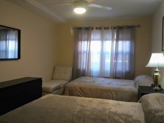 Spacious 1 bedroom apt w yard & parking