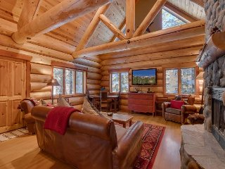 Must See!  Romantic Log Home on the Golf Course - Dogs OK