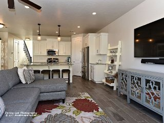 Gorgeous clean Vacation Rental w/ community pool, hot tub & pickleball courts