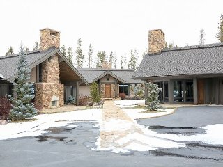3BR 2BR Guest House/Cabin  on Golf Course w/ Hot Tub, Sauna & Movie Screen