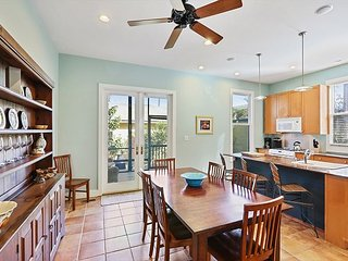 4BR w/ Screened Porch, Near Downtown & Forsyth Park, 15 Miles to Tybee Island