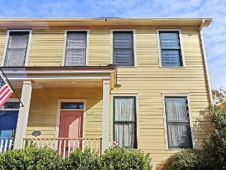 Spacious 4BR Downtown & Near Forsyth Park—30 Mins to Tybee Island