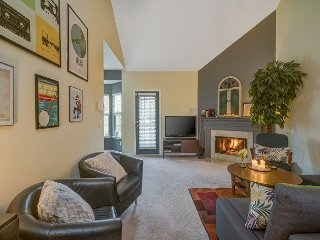 Charming 2BR, 10 Minutes to Downtown & Lock Two Park