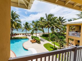 Beautiful 3BR/3BA Oceanfront Condo with Pool