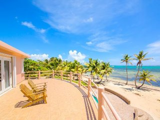 Ocean / beachfront 3-Bedroom villa with Pool and kayak