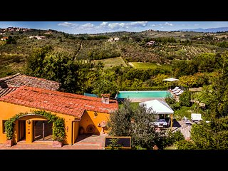 BEAUTIFUL COUNTRYSIDE HOME WITH POOL AND AMAZING VIEWS, NEAR FLORENCE!
