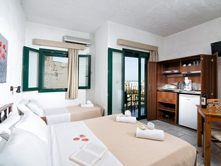 Limenas Hersonissou Apartment Sleeps 3 with Air Con and Free WiFi - 5677260