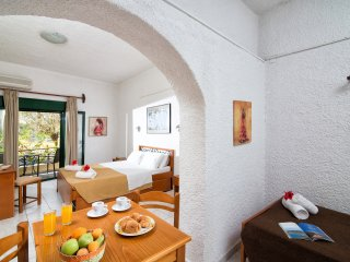 Limenas Hersonissou Apartment Sleeps 4 with Air Con and Free WiFi - 5677261