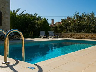 Traditional stone built Rethymnon mansion-Pr. pool-Breakfast (optional extra)