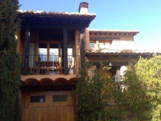 Magnifica casa con jardín.