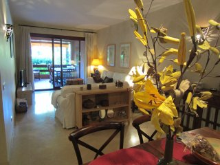 BEACH APARTMENT with free wifi/satellite tv; 150m from beach