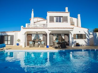 Superb 3 Bedroom Detached Villa With Heated Pool, Golf & Sea Views, Carvoeiro