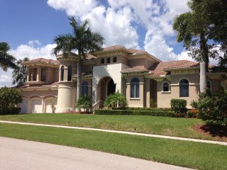 Beautiful Huge Marco Island Fl waterfront home- Great for large families!