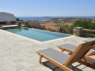 Villa Mandarin with private swimming pool and amazing view at the sea