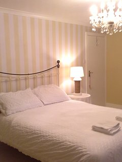 Bedroom with 5ft bed with brass headboard and a very comfortable Hypnos mattress