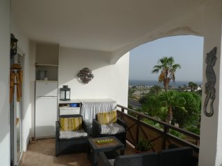 One Bed Apartment Free Wifi, Stunning sea, golf, marina and mountain views