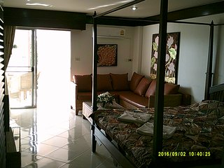 Muban Pricha Apartment Sleeps 2 with Pool Air Con and WiFi - 5676760