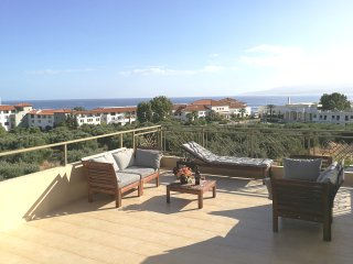 Triple-decked Luxurious 3bedroom-3WC VillaBayViewCrete Hersonisos close to Beach