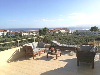 Triple-decked Luxurious 3bedroom-3WC VillaBayViewCrete Hersonisos close to Beach