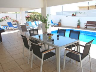Pomos Villa Sleeps 12 with Pool Air Con and WiFi - 5676846