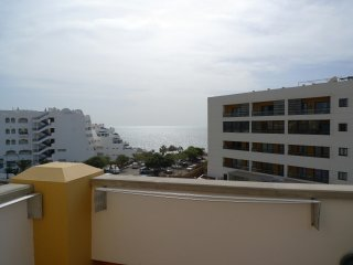 Beautiful 3 bed 2 bath Penthouse Free Wifi & Parking, A/c, Fantastic sea views