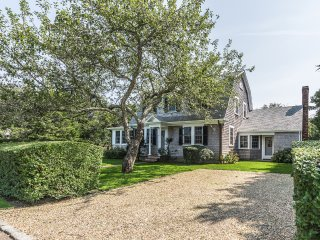 MORSJ - In Town Gambrel, Beautiful Light Filled Interior,  Large Landscaped Yard