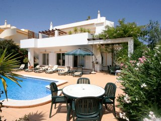 Casa Emily, 4 bedroom Private Villa, Private Pool, WiFi, A/C and roof terrace