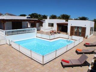 Fantastic 5 bed villa in Puerto Calero LVC286597
