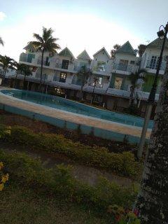 Rejouissez vous de la meilleure plage publique et la piscine en toute securite