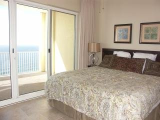 No Fee!  4BR Luxury Beachfront Condo Sleep 10!  Huge Balcony!