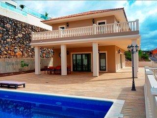 Villa Bella Vista (neu + luxurios) mit Traumblick in Costa Adeje, Teneriffa Sud