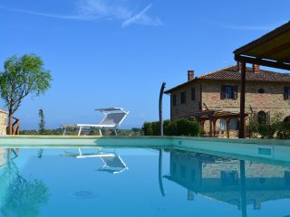 Podere Molinaccio a 19th century stone farmhouse with private pool and park