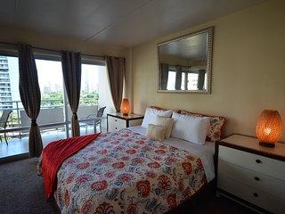 Ilikai Hotel 909 2-Bedroom Suite [IH909-THDL-CTOM-00-ACH]