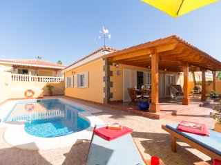Spectacular Spacious 3 Bedroom Villa. Private Heated Pool. Air Conditioning.