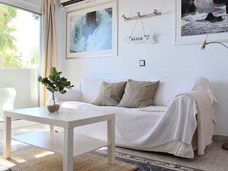 Apartamento en primera linea de playa con vistas al mar, Benalbeach