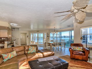 Bay Views - Beautifully Updated! on Siesta Key