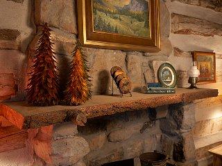 Beautiful 1 BR Log Cabin Perfect for Romantic Getaways