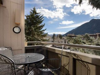 Balcony with Aspen mountain views. Summer rates just lowered! Elevator, free par