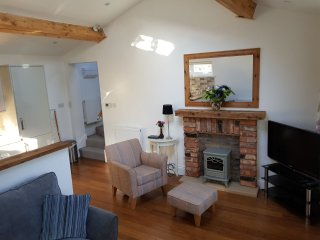 Foxlea Cottage - Detached Holiday Rental - 1 Bedroom, 1 Bathroom  , Sleeps 4
