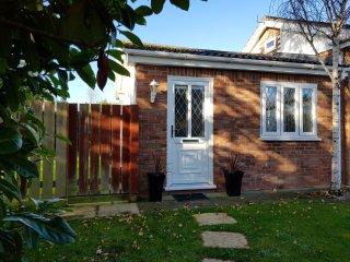 Foxlea Cottage - Detached Holiday Rental - 1 Bedroom, 1 Bathroom  , Sleeps 4