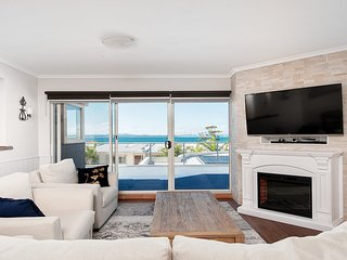 Breakwater Presidential Suite A, Apartment 106, 2 Messines St, Shoal Bay