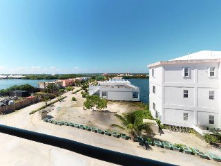 2BEDROOM / 2BATHE CONDO with shared pool, and nearby beach