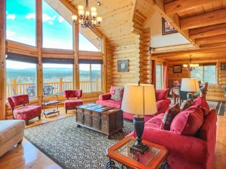Luxury Custom Lodge Cabin, Panoramic Mtn Views! HURRY, BOOK DISCOUNTS BY FEB 16